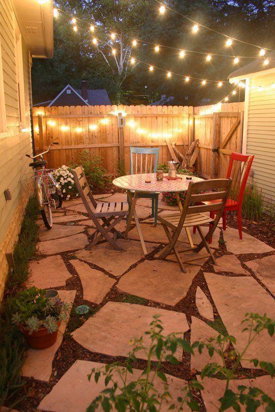 Jardim com decoração de luz pendente  Decor Fácil