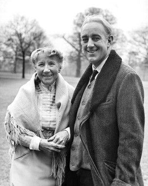 """Katie Johnson (Mrs. Wilberforce) and Alec Guinness (Professor Marcus) on set during the making of Ealing Studio's """"The Ladykillers)"""
