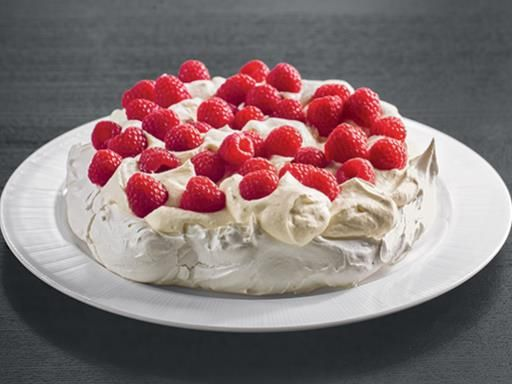 pavlova meringue la cr me et aux framboises recipe. Black Bedroom Furniture Sets. Home Design Ideas