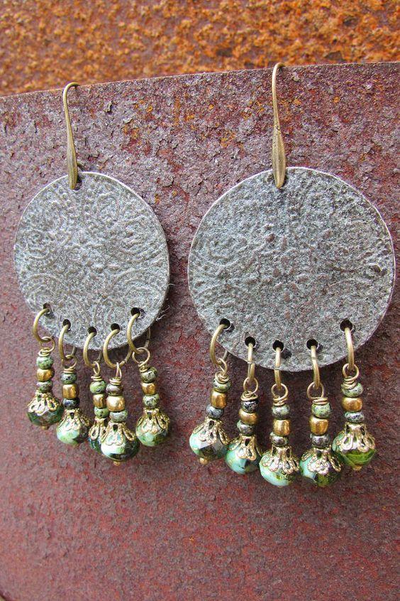 Boucles d'oreilles métal vieillit motif par LaCaravaneTzigane