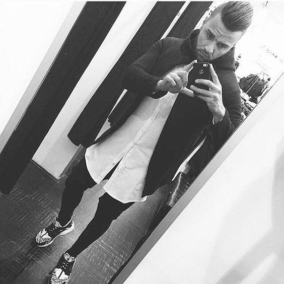 #zumo #zumointernational  #aviorclothing #streetwear #streetstyle #shoot #degoedelabels #fashion #menfashion #highfashion #blackfashion #bikerjeans #swag #layers #ootd #instafashion #zumofrance #pegadorhighfashion #zumofashion #longtshirt #longline #fittz