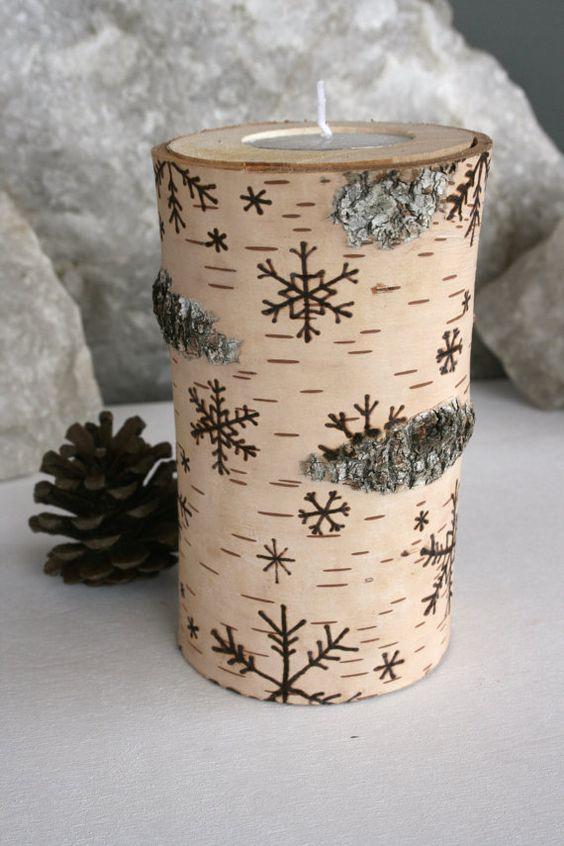 Snowflakes on Birch Wooden Tealight Holders von TwigsandBlossoms
