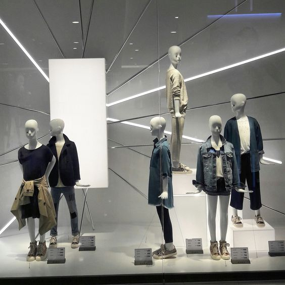 visual merchandising zara Visual merchandiser / commercial (current employee) – london – 13 july 2016 zara is a fast paced work environment where one have to react quickly for the situations happening on the shop floor work organisation and discipline is a key to be succeed employee.