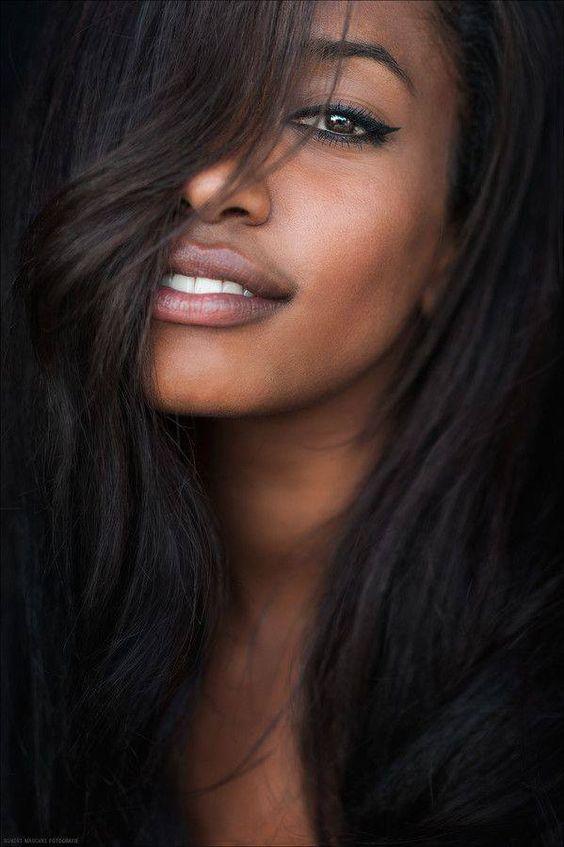 Niente colori, solo bellezza! ;) #acquavitasnella #vitasnella #beauty #girl #makeup #black #hair #style