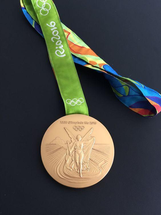 バドミントン史上初の金メダルを獲得した髙橋礼華選手のメダル。#金#おめでとう #がんばれニッポン #バドミントン #Rio2016