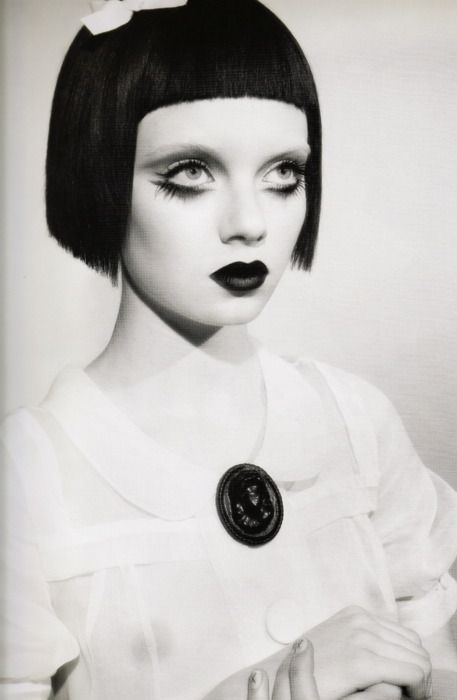 .: Girl Model, Makeup Inspiration, Gothic Dolls, Doll Makeup, Black And White, Doll Eyes, Creepy Doll, Hair