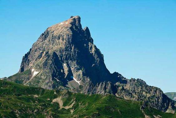 Pic du Midi d'Ossau, Pyrénées-Atlantiques, France.