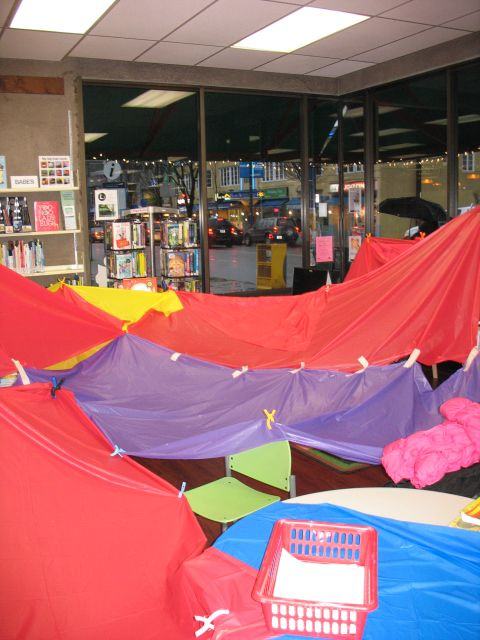 Family Fort Night is a fun and playful library program. This post has instructions and a list of supplies to try it out for yourself!: