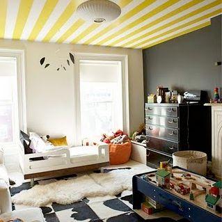 Peuterkamer modern gestreept plafond zwart witte vloer