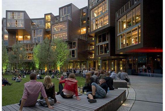 7階建ての円形の建築物。学生寮とは思えないデザイン性の高さです。ひとまずは下の写真ギャラリーをどうぞ(もしくはこちらから)。駐輪...