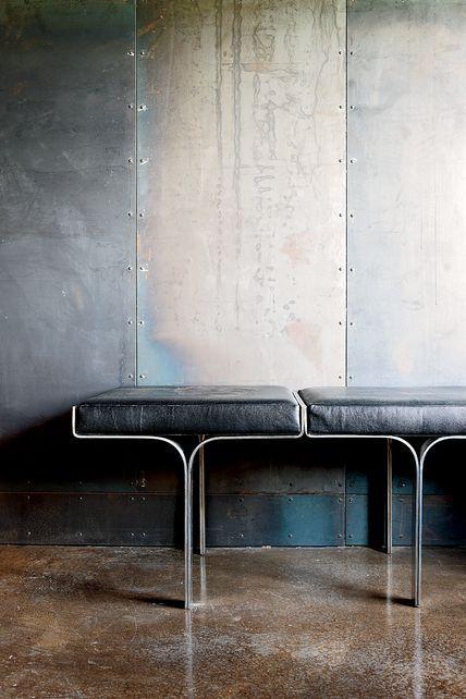 Mooi voorbeeld voor molitli's staal atelier #wandafwerking #stalenwand #blauwstaal: