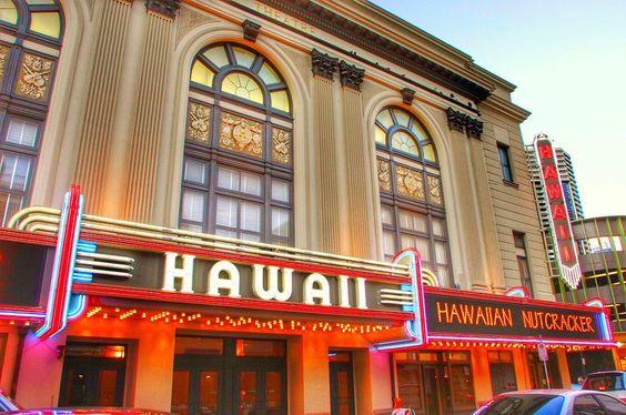ハワイの文字が印象的な建物