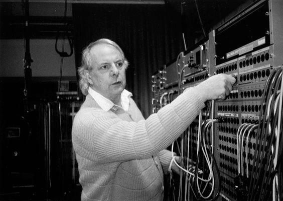 """Karlheinz Stockhausen - """"Gruppen"""" für 3 Orchester - Cresc... Biennale für Moderne Musik http://youtu.be/mqvlrphkGAU"""