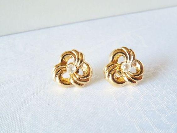 Vintage Goldtone Pierced Earrings M42
