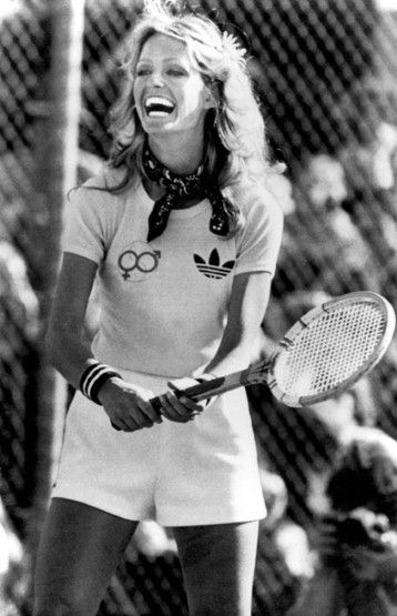 Tennis darlin'. Farrah Fawcett does the Adidas thing in 1977. OldWIG Happening Vintage Photoshoot Inspiration #oldwig #vintage #inspiration #shooting #70s #tennis #girl #hot #spring #summer