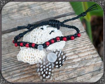 BOHO bracelet with waxed cotton cord, feathers, magnesite and quartz beads BOHO Armband mit Federn, Wachskordel, Magnesit- und Quarz Perlen