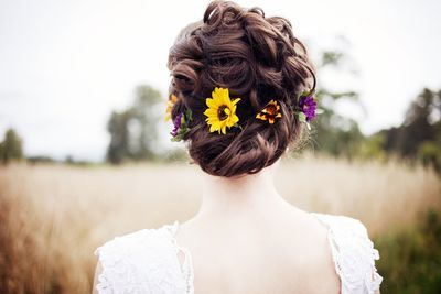 Pretty flower hair.  This is from a sustainable farm wedding where guests were invited to pick blackberries at the ceremony. bliss.