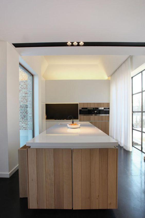 Hele mooie keuken gemaakt van hout! Mooi contrast met de witte ...
