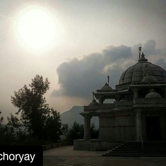 #Repost @petrichoryay with @repostapp To get featured tag your post with #talestreet street from today's trip. Shahpur Maharashtra. // #temple #_soi #oyemyclick #oyeitsindia #_oye #talestreet #trellatale #maharashtra_ig #mobilephotography #travelgram #travel #traveller #India #maharashtra #india_gram #temple #incredibleindia #photography #photogram #grunge #monument #love #roadtrip #indiapictures #india_ig #india_clicks #twitter
