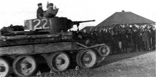 BT-5 tank extends to the front line. West Direction 1941