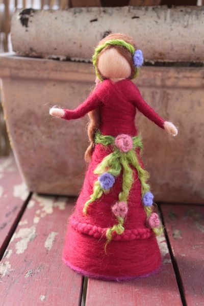 """Rosenzauber,"" Fee,Rosenfee, stehend von Jalda auf www.DaWanda.com/Shop/Jalda-Filz #DIY # Waldorfart #Deko"