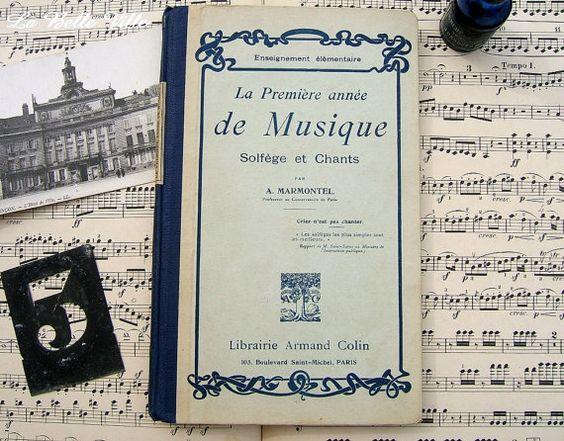 Vintage French reading music book  La Première by LaBelleVille