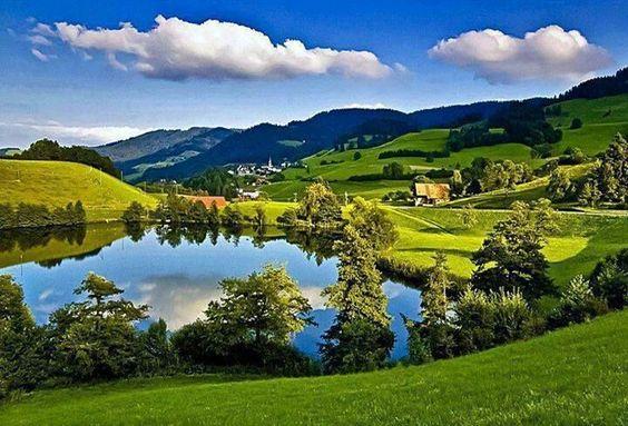 Olha que lindo,a natureza o verdadeiro espelho de Deus!!