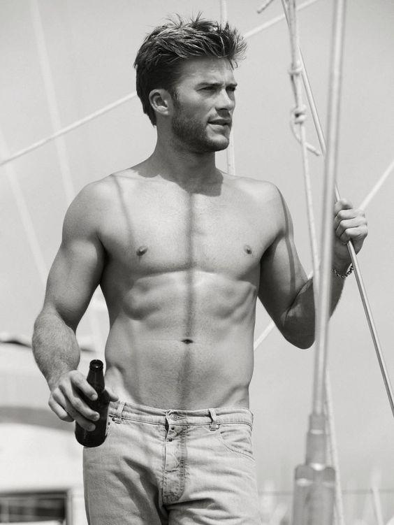 Scott Eastwood... My god is he beautiful