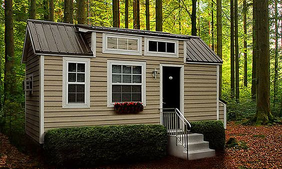 Would be a wonderful guest house in our backyard!! (© Courtesy of Tiny Home Builders)