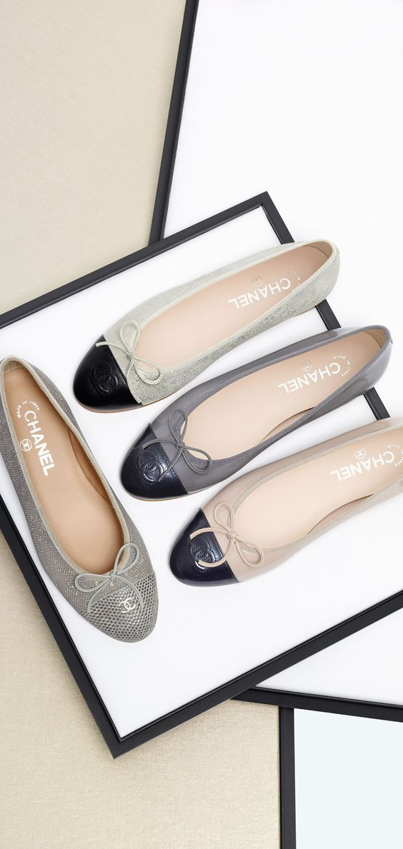 Two-tone iridescent patent calfskin... - CHANEL