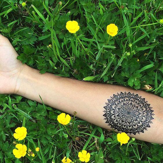 Flor intrincado Mandala simétrico detallada por Tattify en Etsy