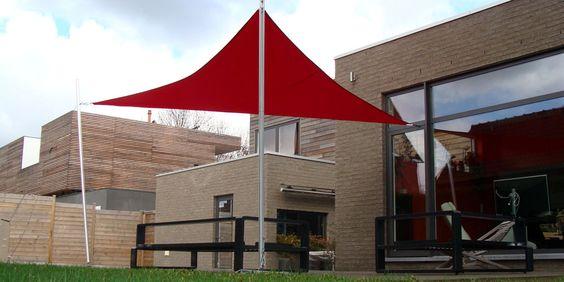 Voile dombrage Luxe cerise sur maison moderne