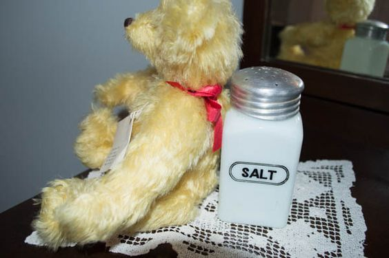 Vintage Hotpoint Salt Shaker, Antique Milk Glass Shaker, Retro Depression Glass…