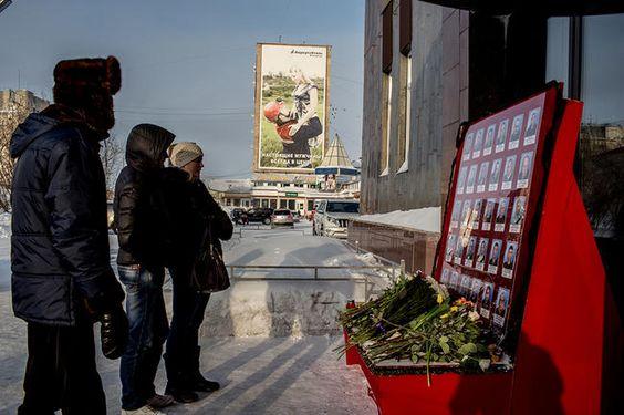 В Воркуте начали затапливать шахту «Северная», где в результате взрывов в конце февраля 2016 года погибли 36 человек — шахтеры и горноспасатели. В больницах города...