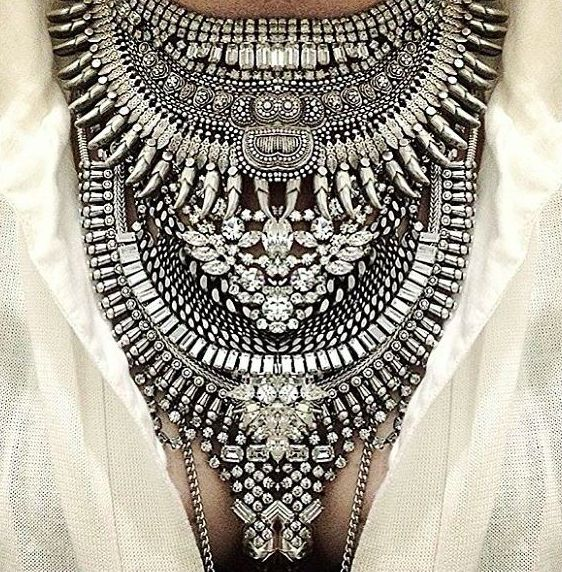 Statement jewelry is a trend that has been around for a very long time and is one of my favorites. Accessories can completely change an outfit from drab to fab.: