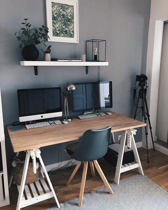 bureau avec ordinateurs