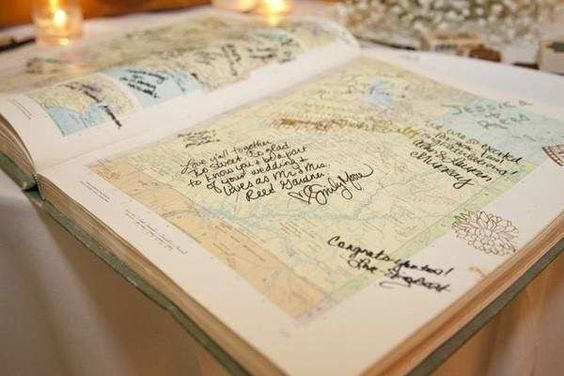 Why not turn your guest book into something that you can cherish for more than a couple of days? Here are 15 creative ideas for guest book alternativ