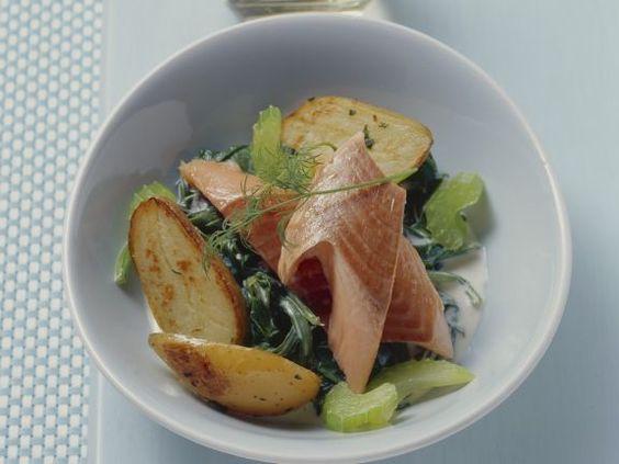 Lachsforelle mit Spinat und Kartoffeln ist ein Rezept mit frischen Zutaten aus der Kategorie Blattgemüse. Probieren Sie dieses und weitere Rezepte von EAT SMARTER!