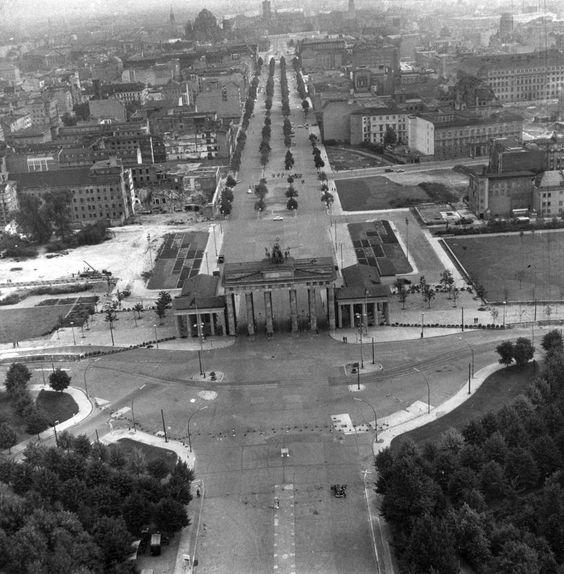 """Brandenburg Gate on """"Pariser Platz"""