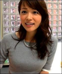 本田朋子グレーのセーター着て綺麗な画像