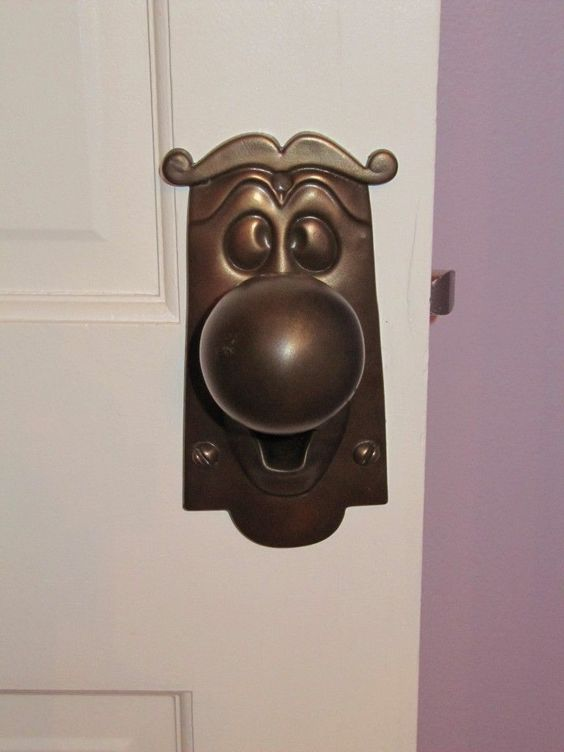 I love this door knob. Would be fun to have around the house randomly
