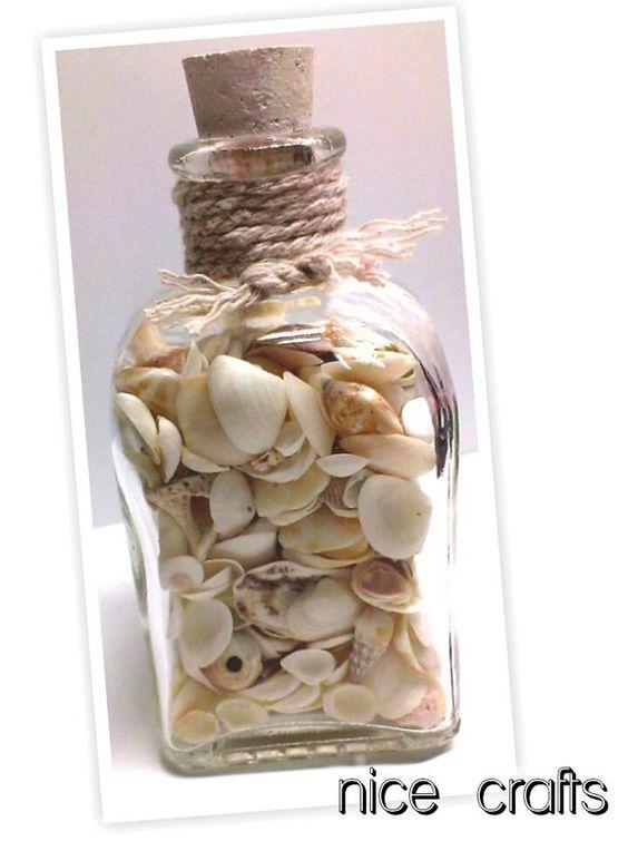 frasco vidrio con conchas