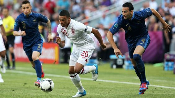 Alex #Oxlade-Chamberlain makes another impressive run at the France defence