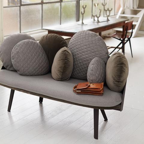 Taupe Trendfarbe Aus Der Erde In 2020 Sofa Beige Mobeldesign Schoner Wohnen Farbe