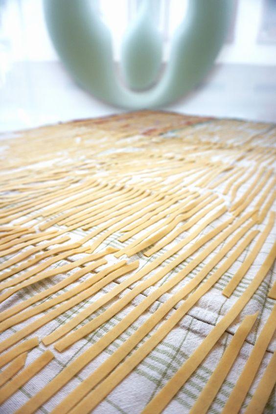 Pasta für unsere Kurse an der Luft trocknen lassen und am nächsten Tag frisch verarbeiten - besseren Pastageschmack gibt es nicht!