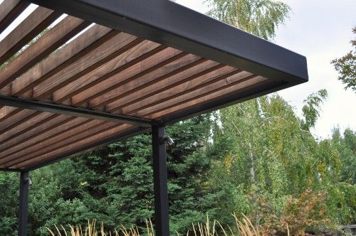 Love the lines of the contemporary pergola.                                                                                                                                                      Plus