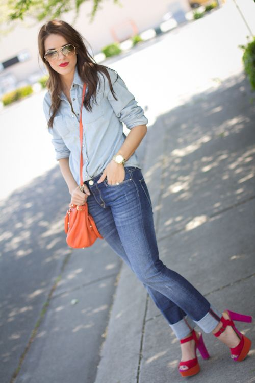 love the color combo with jeans