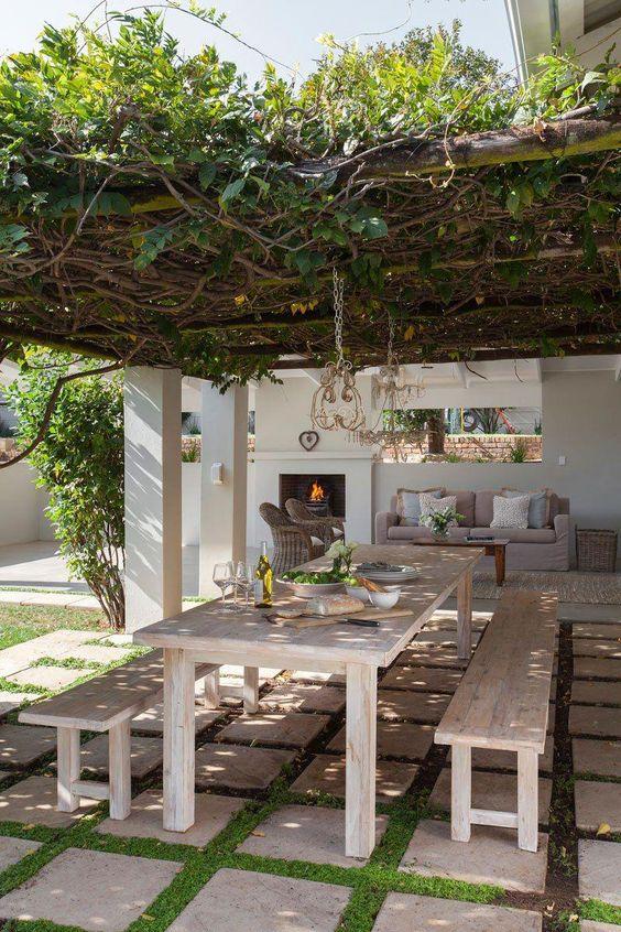 outdoor dining areas    outdoor living    outdoor decorating ideas    alfresco    South African homes    24cottonwoodlane.com #outdoorlivingroom