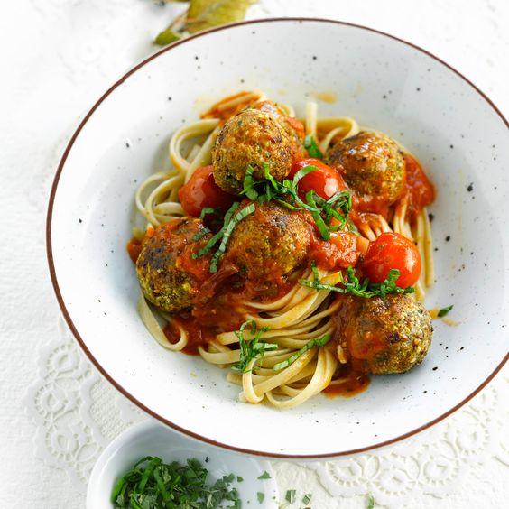 Découvrez la recette sauce tomate basilic sur Cuisine-actuelle.fr.