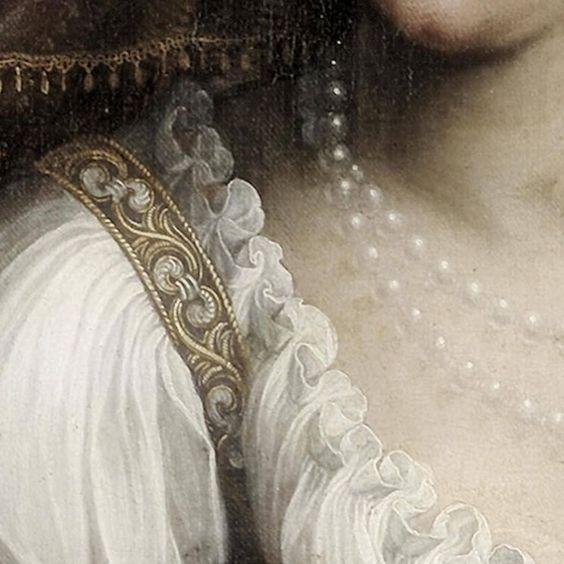Fede Galizia: Giuditta con la testa di Oloferne. Olio su tela del 1596. Ringling Museum of Art, Sarasota, Florida. Il particolare della camicetta tutta plissettata che finisce con la ruches e la spallina dell'abito che и finemente ricamata: un dettaglio delizioso.